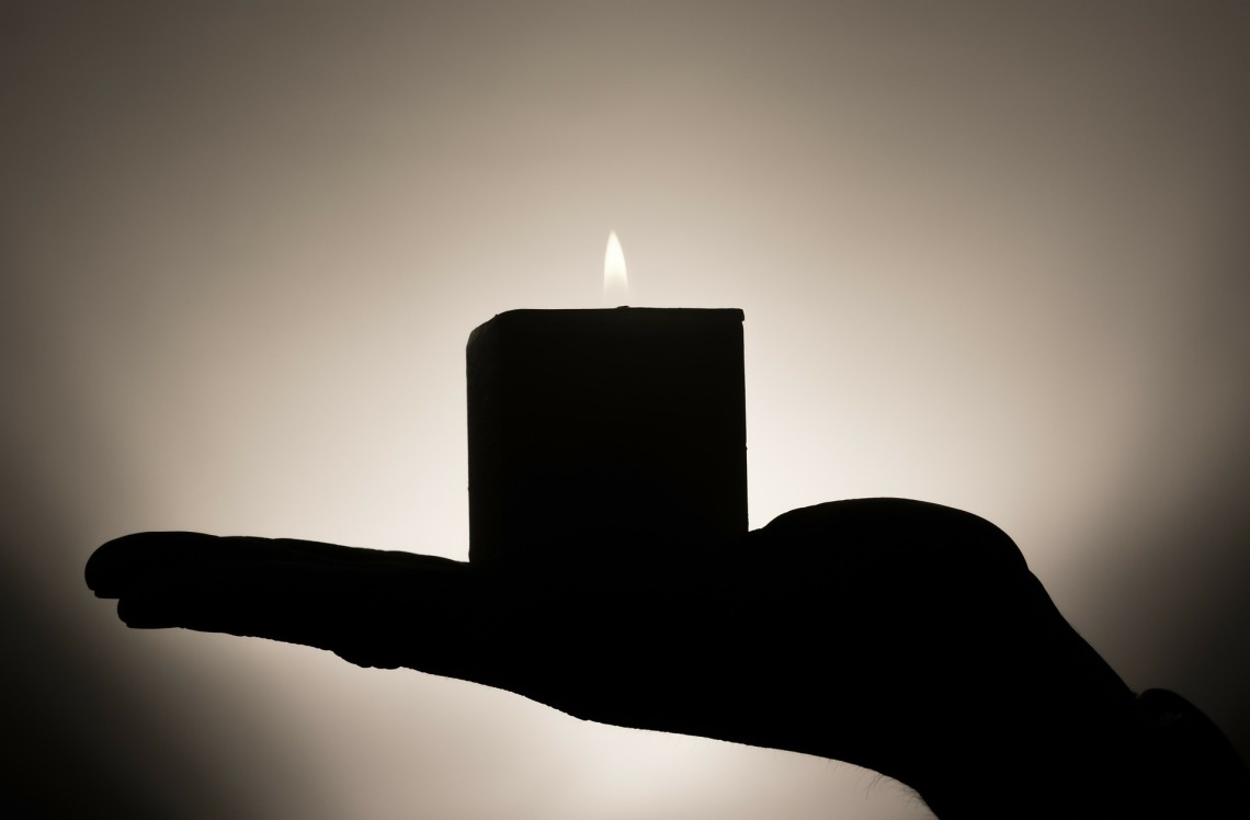 candle-335965_1920
